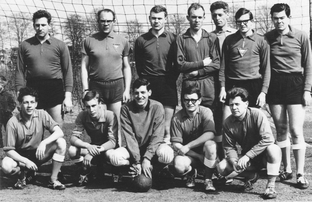 1960 Herenhandbal team Kampioen 2e Klasse Oost