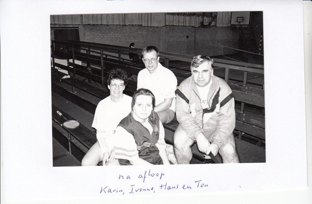 badmintonners Karin, Yvonne, Hans en Ton